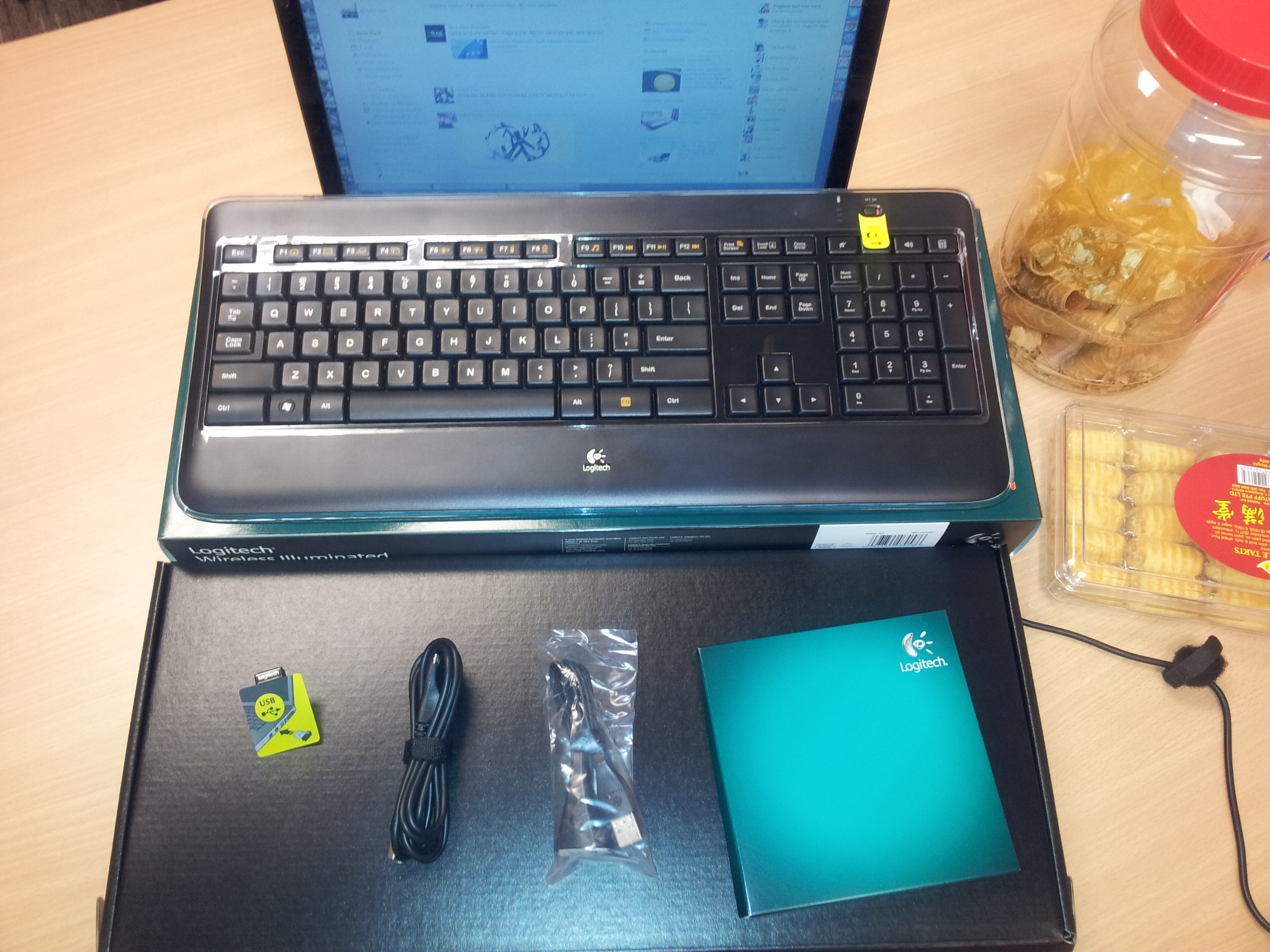 [Product Review] Logitech® Wireless Illuminated Keyboard K800